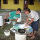 Argentinische Nachbarsbuben machen in Brasilien uruguayanische Tortas Fritas