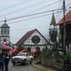 Dorfkirche mit Marktstaenden