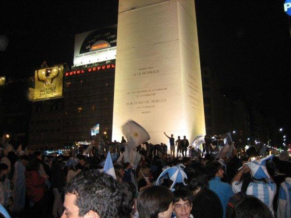 Feiern mit den Argentiniern am Obelisken