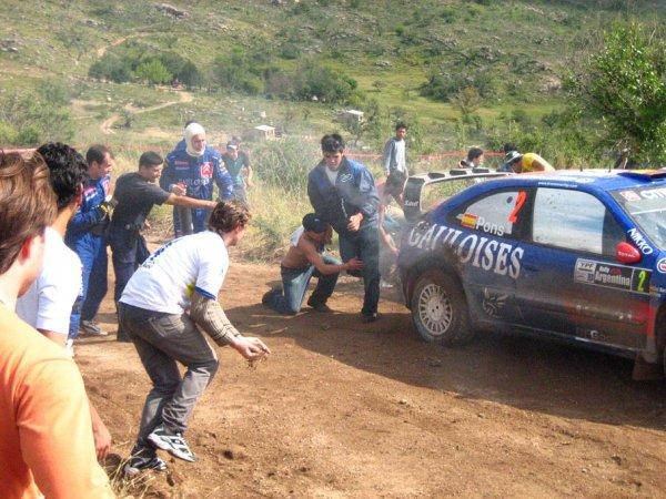 Fans beim loeschen des Autos, mit terra,terra,terra!