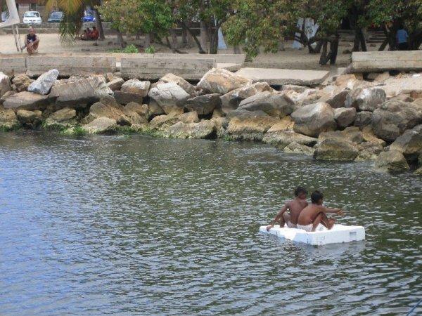 ...badende Kinder...