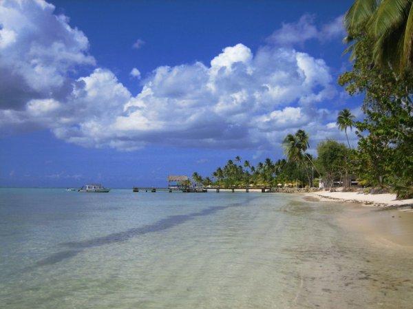 Blick zum Wahrzeichen Tobagos, der Pigeon Point