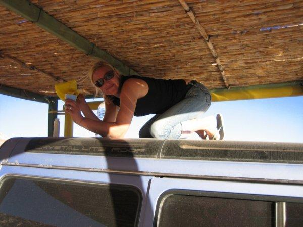 Melli beim Autowaschen, Atacamawueste