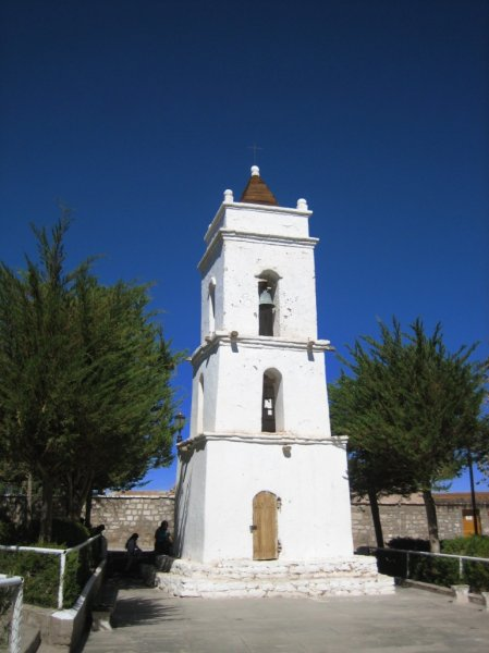 Kirche mitten in der Atacama-Wueste