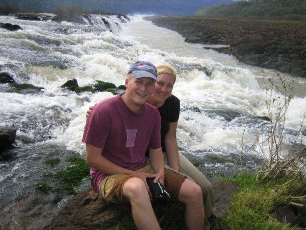 Durchs Wasser bis an den Rand des Falls