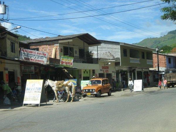 Kolumbiens Transportmittel - Pferd und R4