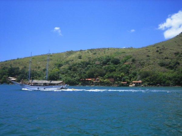 Hunderte kleine vorgelagerte Inseln