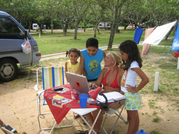 Computerkurs am Campingplatz von Guarapari