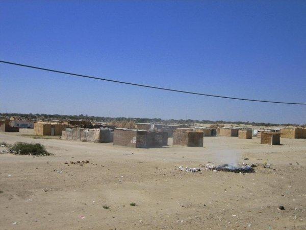 ... und dann bebaut (ohne Wasser/Strom/Klo!!!)