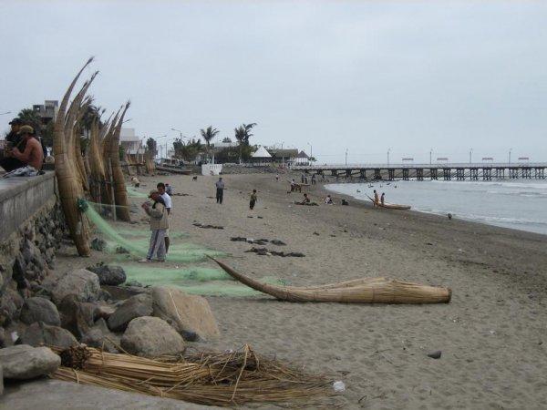 Die Fischer mit ihren traditionellen Schilfbooten