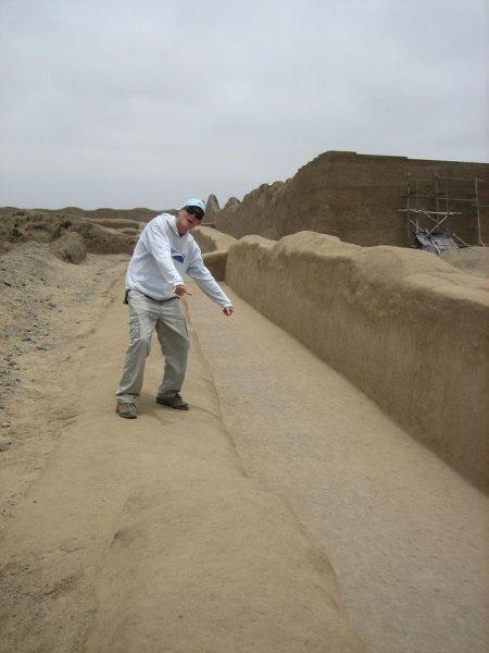 Ruinenforscher Kulle bei der Arbeit!