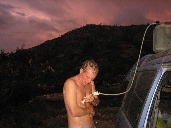 Naechtliche Dusche - bei naechtlichen Bergtemperaturen