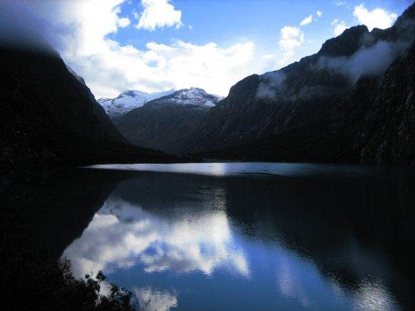 Lagune und schneebedeckte Berge - Obertraum