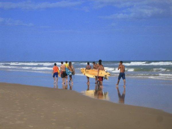 Surfjungs am Praia