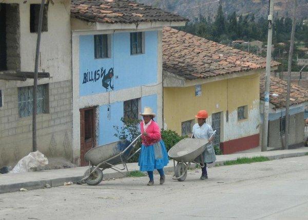 Bei den Indios arbeiten die Frauen wie die Maenner