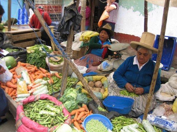 Die Indiofrauen verkaufen hier alles