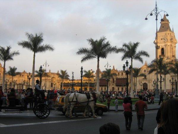 Plaza de Armas - voll und schoen