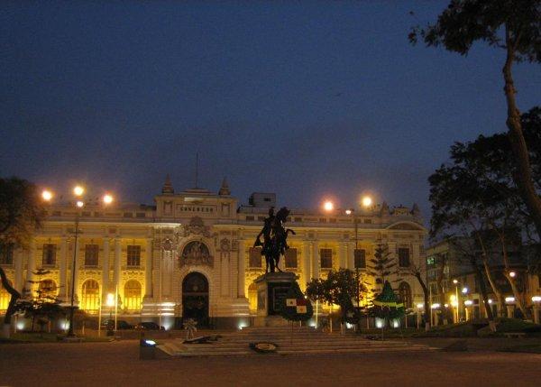 Plaza Bolivar bei Nacht