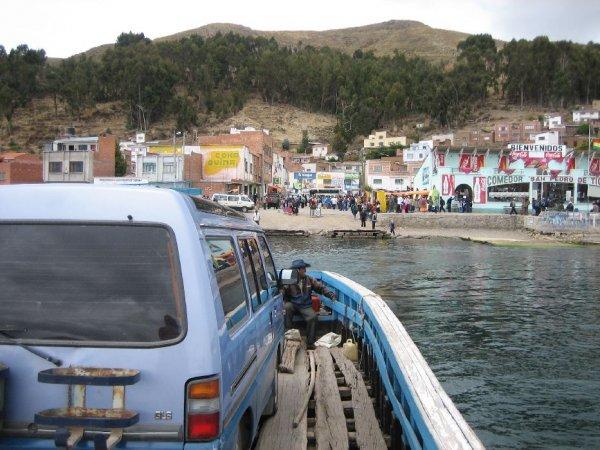 Die Faehre aufs bolivianische Festland!