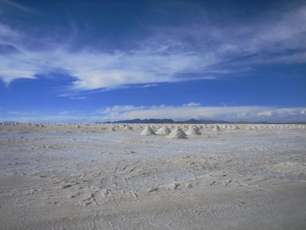 Salzabbau auf dem Salar de Uyuni mit ..