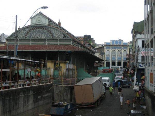 Die Markthalle von Manaus ...
