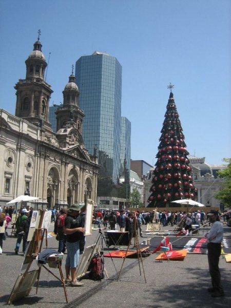 Die Plaza de Armas in der Hauptstadt ...