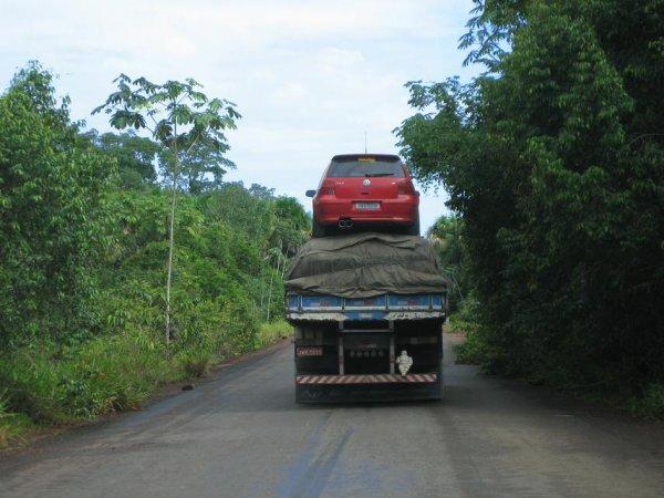 Durch die Amazonasgegend wird einfach alles transportiert