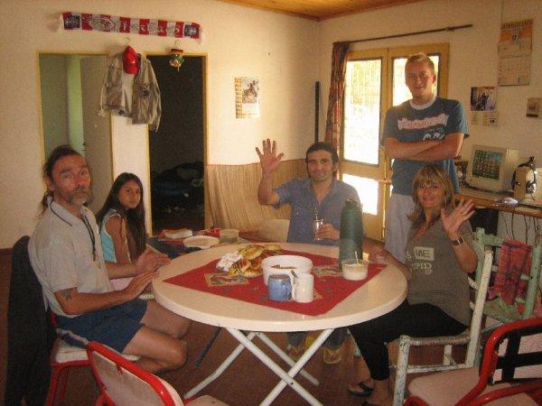 Die Chaosfamily zu Besuch, erst wird gefruehstueckt...