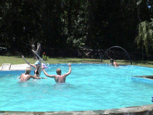 Katja und Kulle im Wasserballrausch, gegen Melli und Cesar