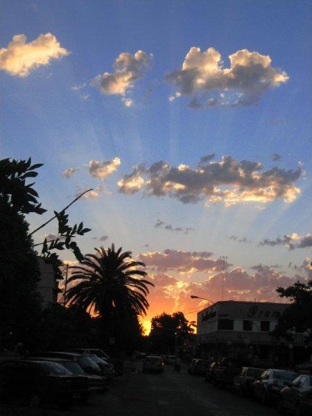 Sonnenuntergang im 40.000 Staedtchen Trenque Lauquen