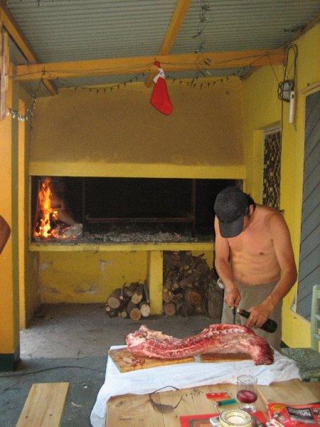 Gustavo beim Lammwuerzen