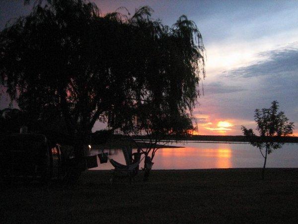 Abendstimmung am aufgestauten Rio Negro