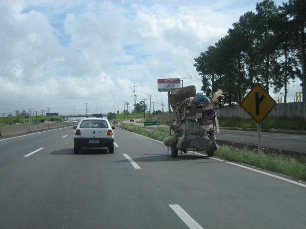 Zu Fuss auf der Autobahn