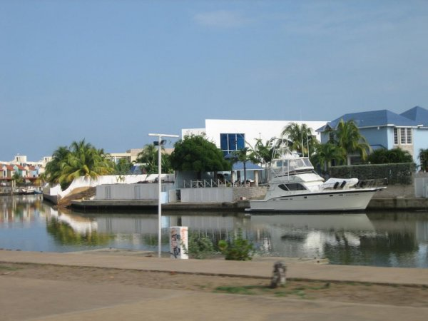 Lecheria, die Luxusstadt bei Puerto la Cruz