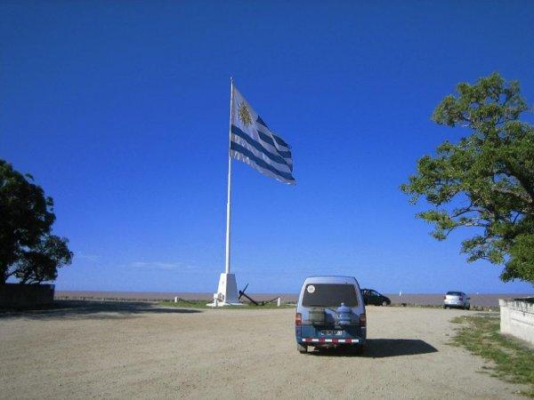 Pauli mit der Bandera Uruguays