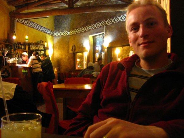 Geile Bar, schlechte Cocktails, aber je nur 2â?¬ !!