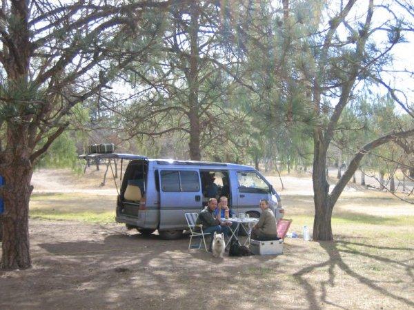 Campingplatz Mendoza, mit Marion,  Walter und Co.