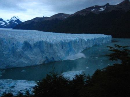Der Gletscher kalbt