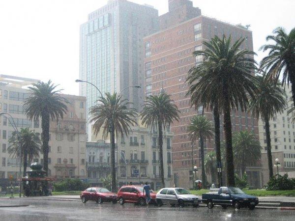 Gewitter und Sonne in Montevideo