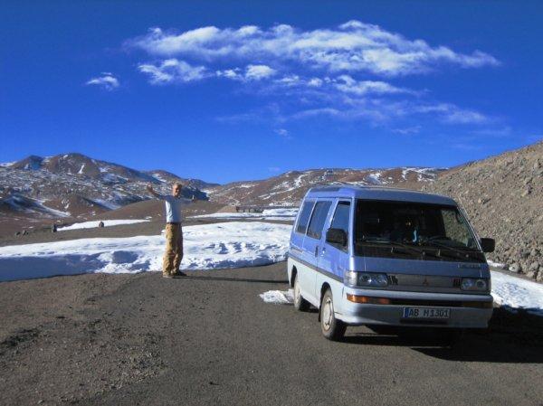Nach zwei Wochen Schneesperre waren wir das erste Auto!